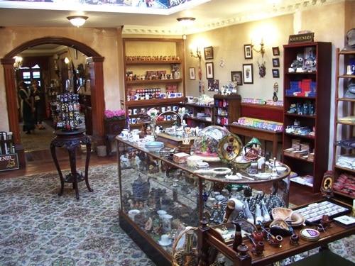 Vários artigos à venda no Museu Sherlock Holmes