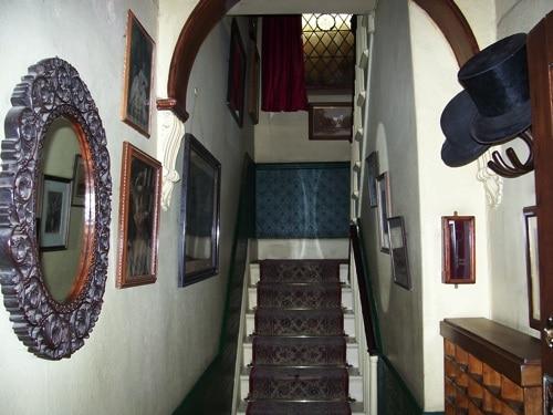 Primeira imagem dentro do Museu Sherlock Holmes, quando subiremos as escadas