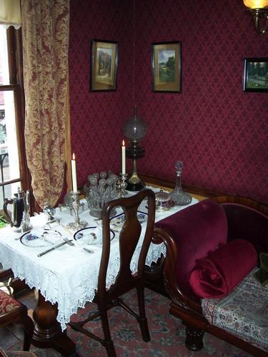 Interior do Museu Sherlock Holmes - mesa de jantar