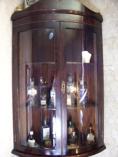 Produtos químicos guardados em um armário