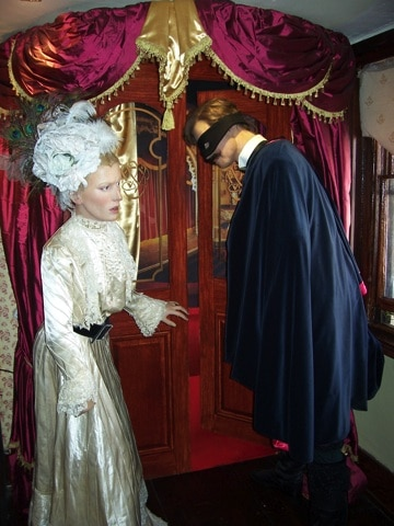 Bonecos das histórias: baile de máscaras, com Irene Adler