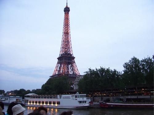 Passeio de barco no Rio Sena, em Paris.