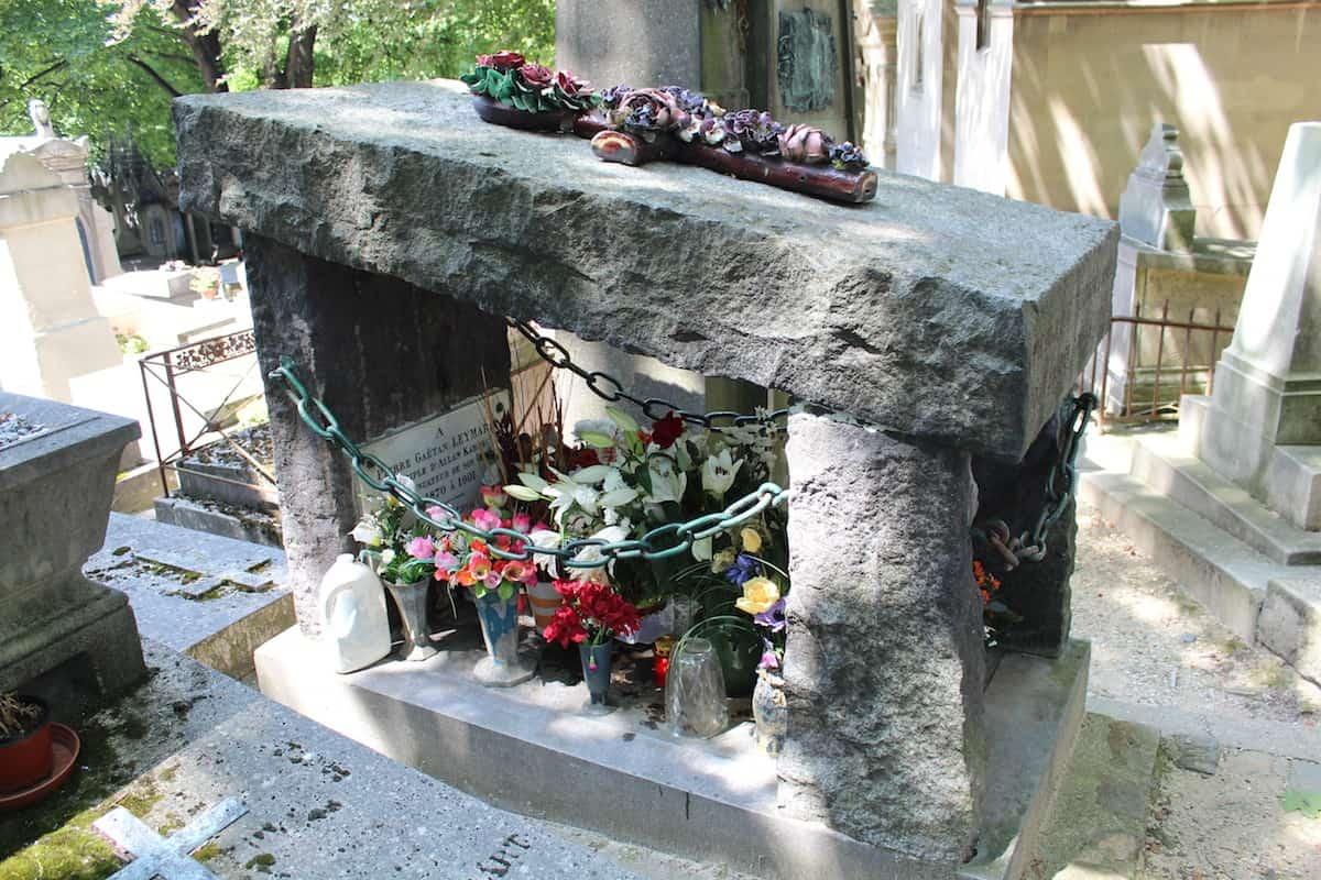 Túmulo de Leymarie no Cemitério do Père-Lachaise, em Paris