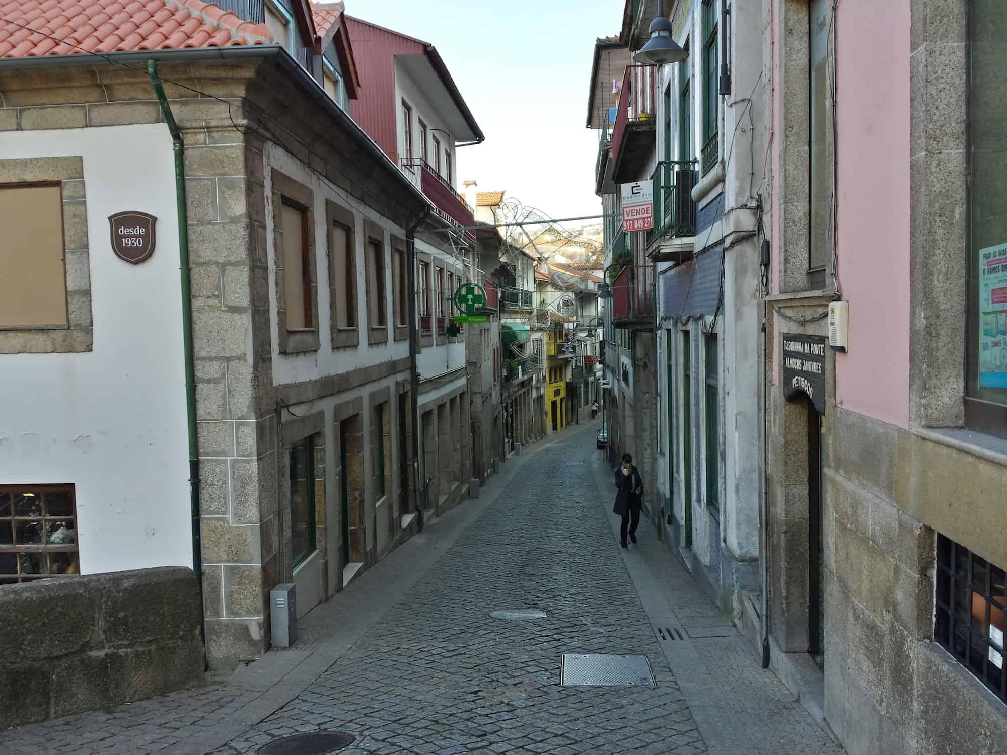 20131206_133330_Avenida General Silveira_Richtone(HDR)