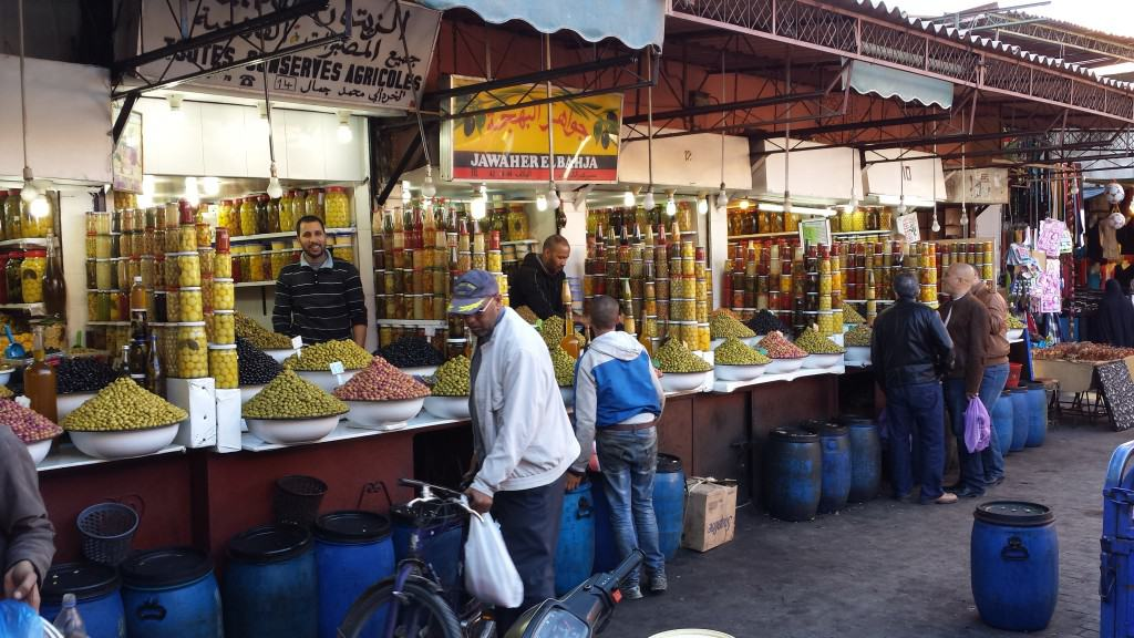 Outra vista do mercado de azeitonas