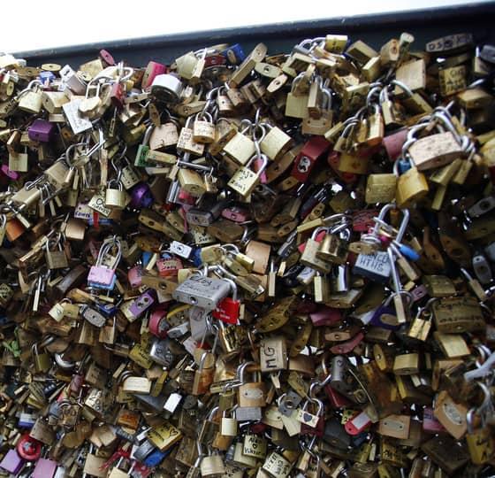 Cadeados na Ponte das Artes, em Paris