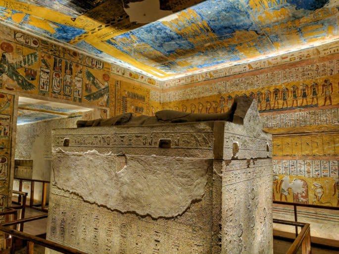 Interior de tumba no Vale dos Reis.