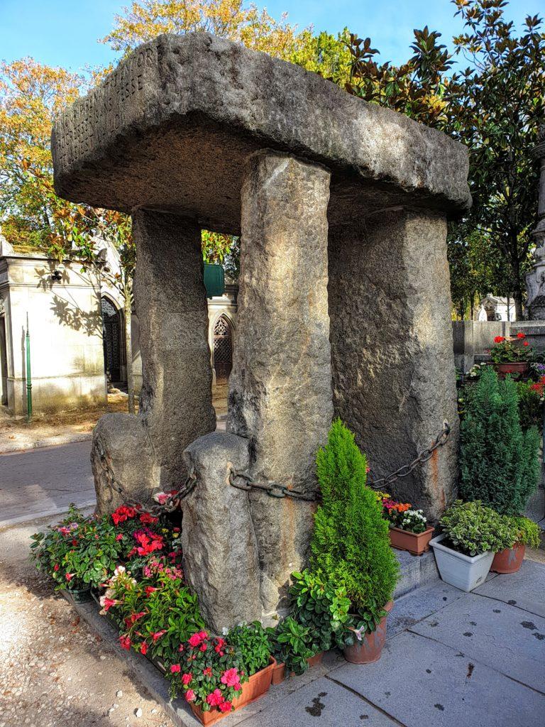 Túmulo de Allan Kardec no cemitério