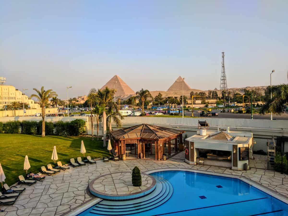 Hotel no Egito e pirâmides