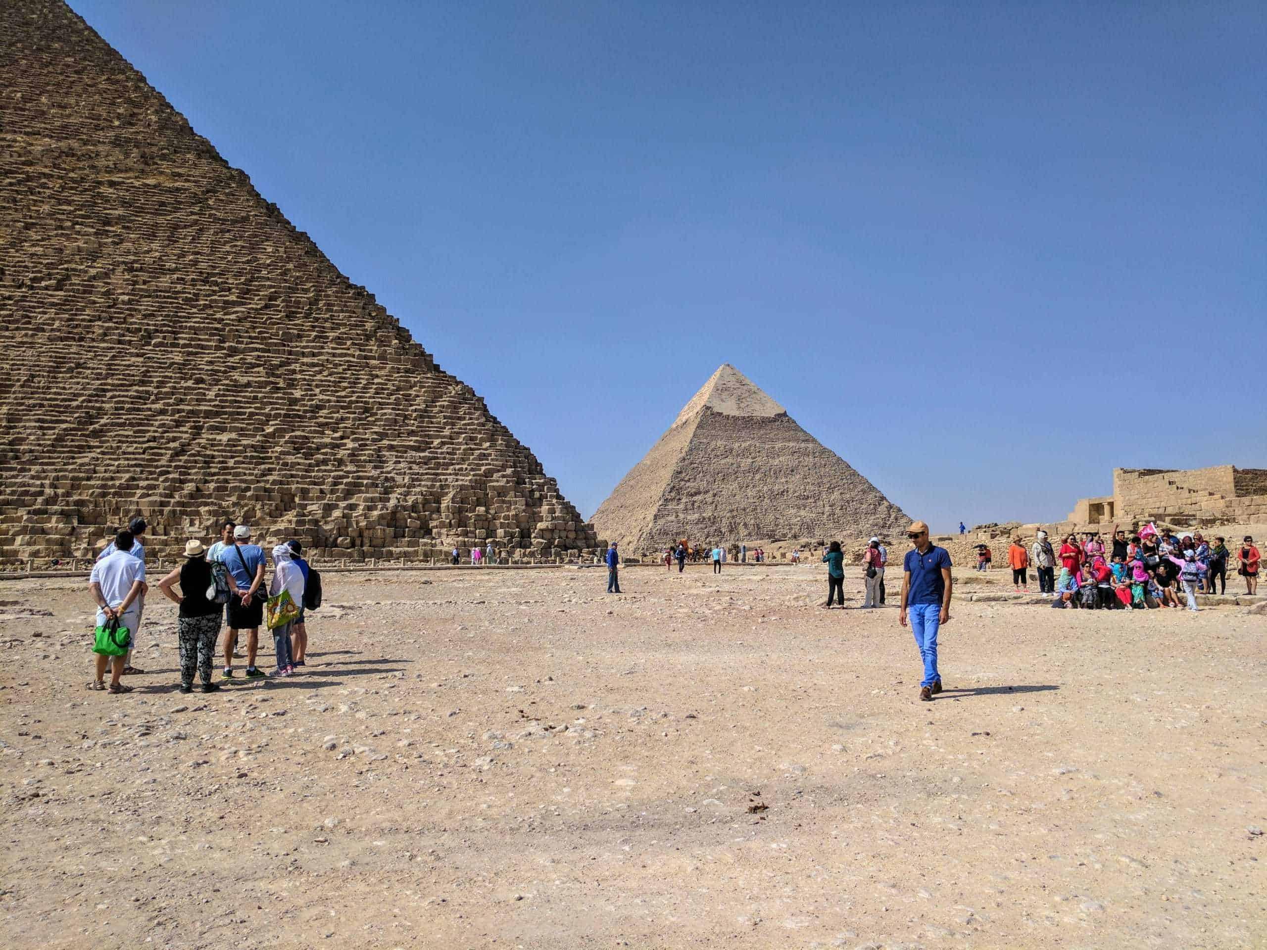 Nas Grandes Pirâmides.