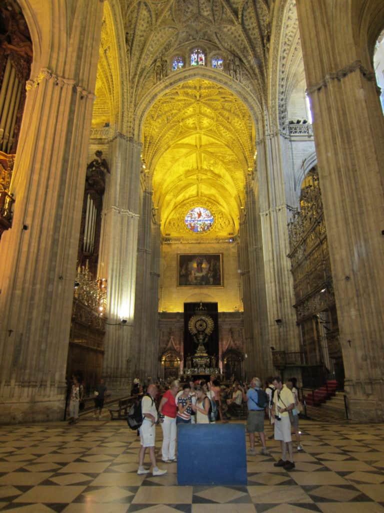 Interior da Catedral de Sevilha.