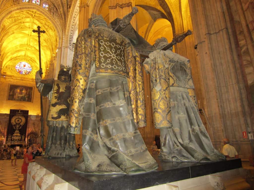 O túmulo de Cristóvão Colombo visto por trás.