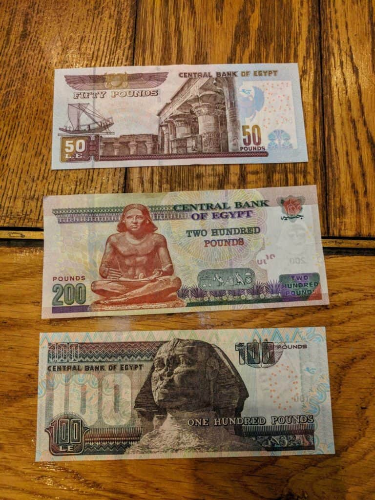 Notas de libras egípcias.