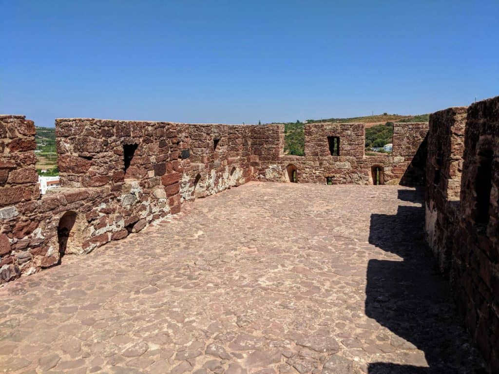 Dentro das muralhas do Castelo de Silves.