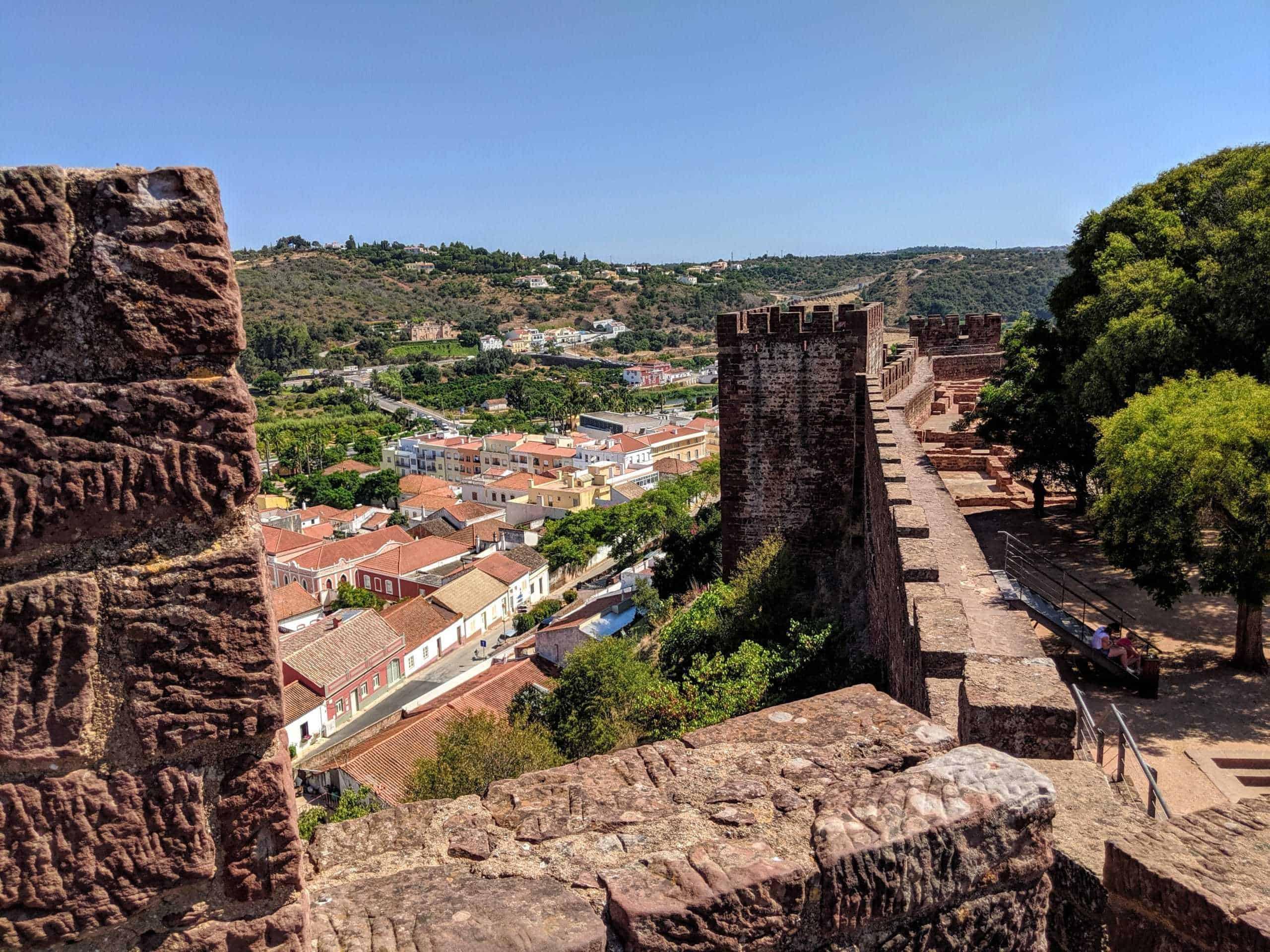 Nas muralhas do Castelo de Silves.
