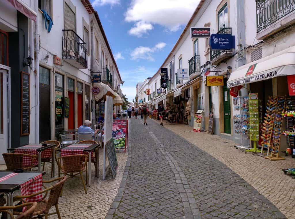 Rua em Lagos, que se destaca em roteiro para o Algarve