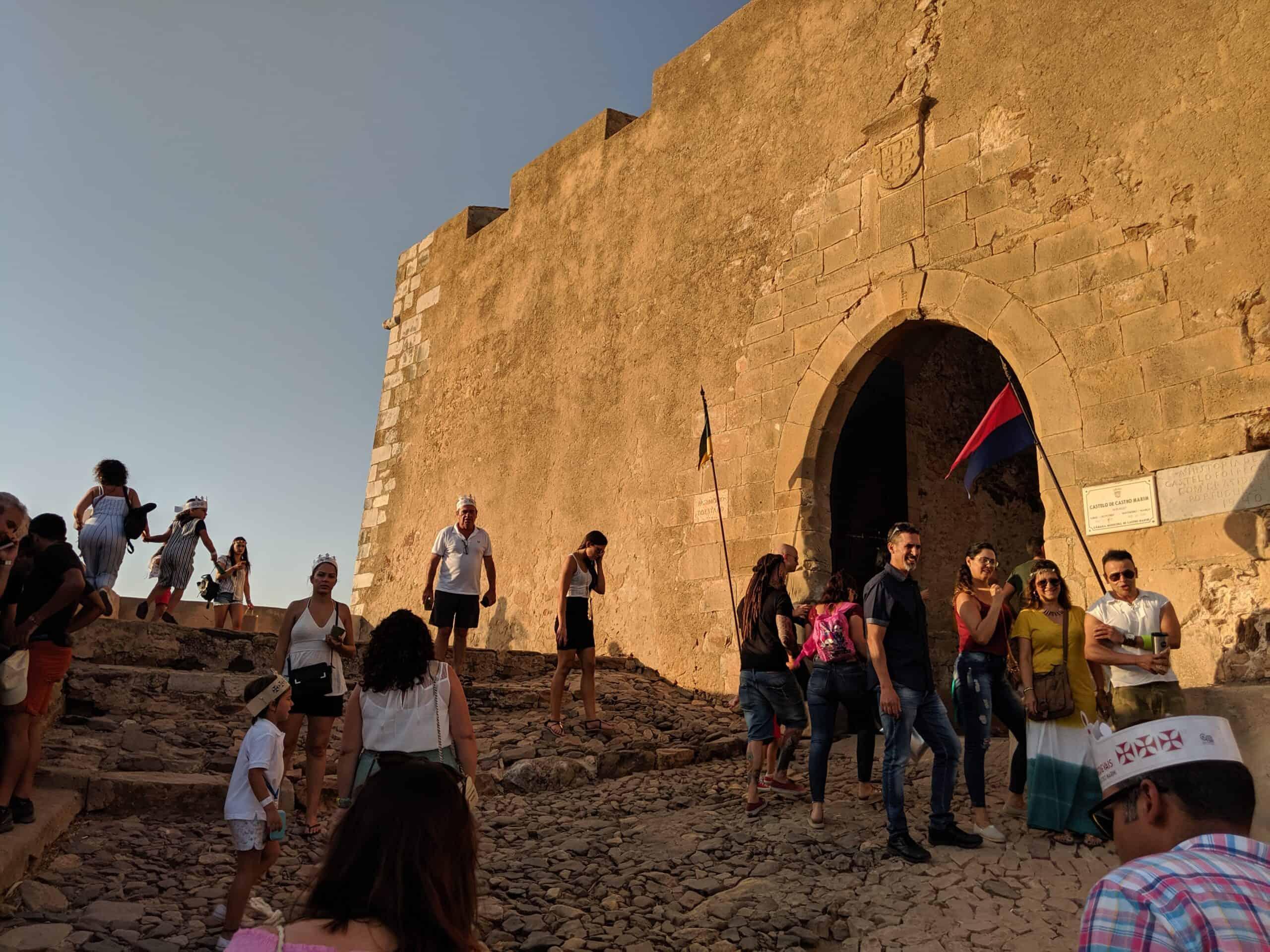 Entrada para o castelo durante uma Feira Medieval em Portugal