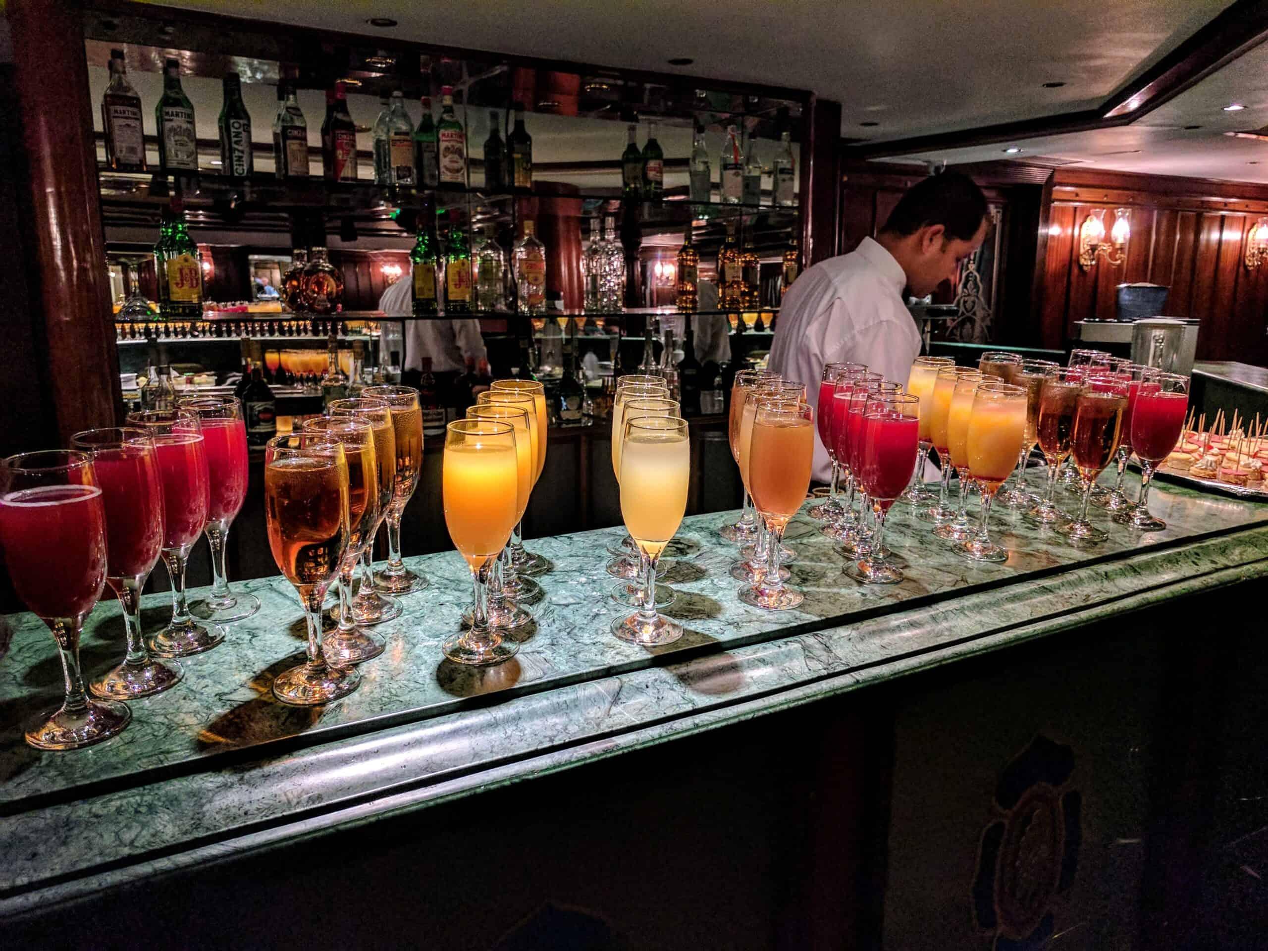 Bebidas servidas durante cruzeiro no Nilo