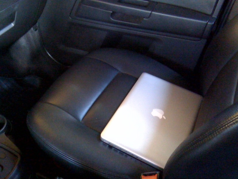 Notebook no banco do carro: perigo