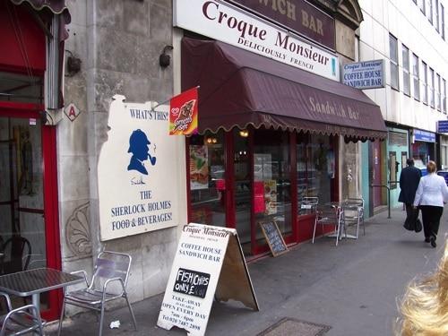 Comércio local na Baker Street reflete o universo Holmes