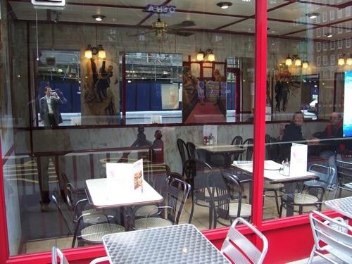 Comércio local na Baker Street reflete o universo Holmes 2