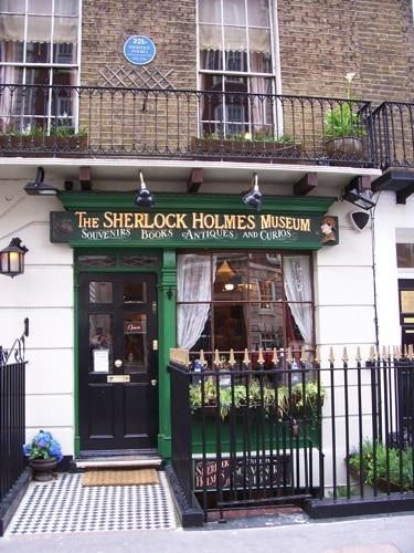 Como é a entrada do Museu Sherlock Holmes