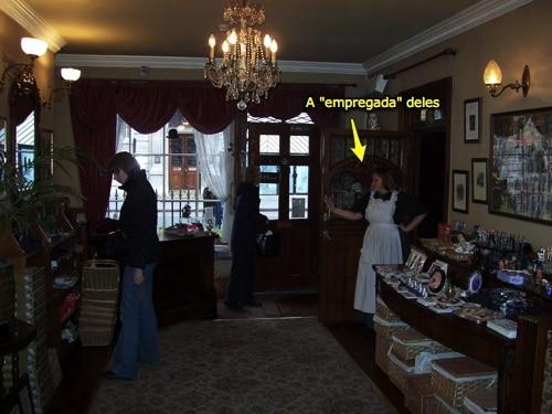 Atriz vive copeira no Museu Sherlock Holmes