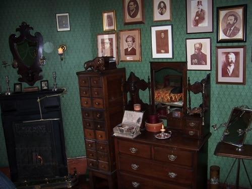 Interior do Museu Sherlock Holmes - detalhe de um quarto
