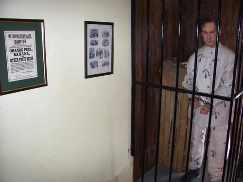 Bonecos das histórias: prisioneiro