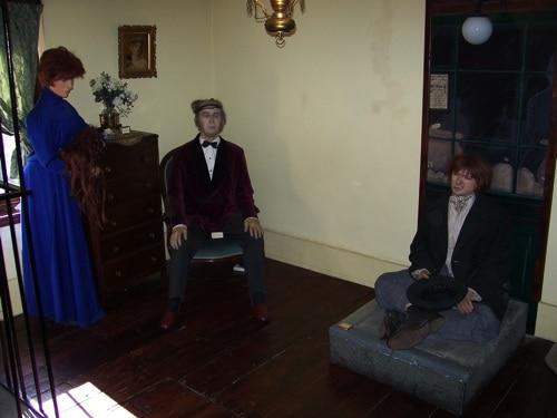 Bonecos das histórias: três juntos, incluindo um bêbado