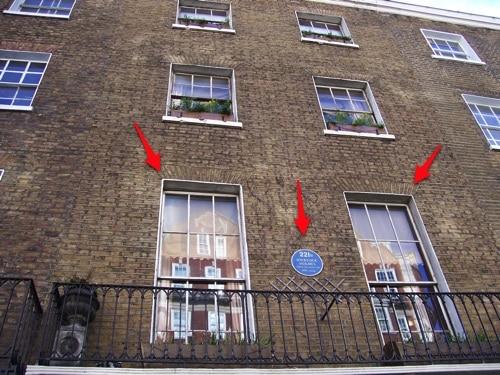 Agora vemos mais de perto a fachada do Museu Sherlock Holmes