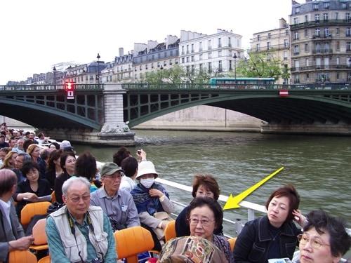 Passeio de barco no Rio Sena, em Paris