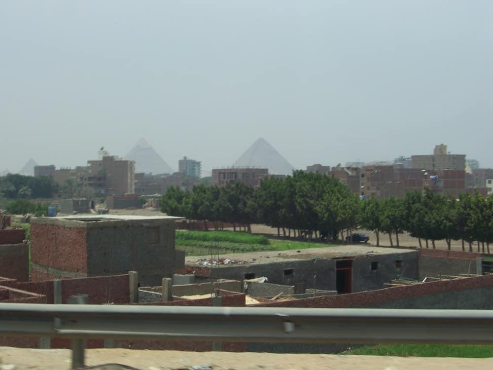 As Grandes Pirâmides do Egito podem ser vistas de vários pontos do Cairo