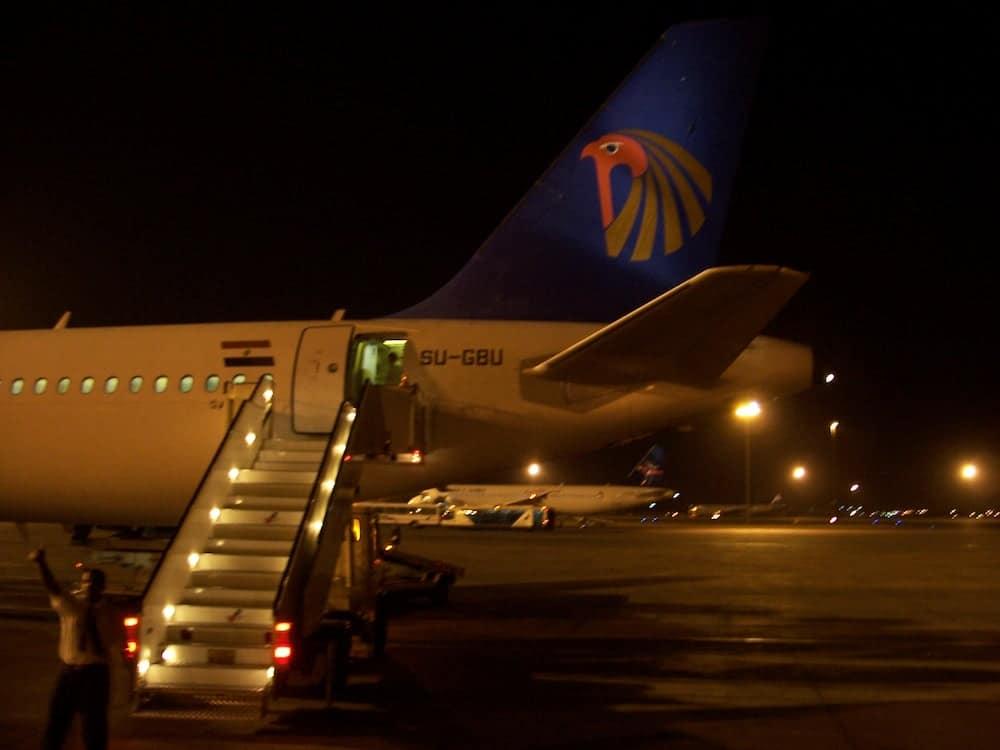 Avião da Egypt Air: vôo Luxor-Cairo.