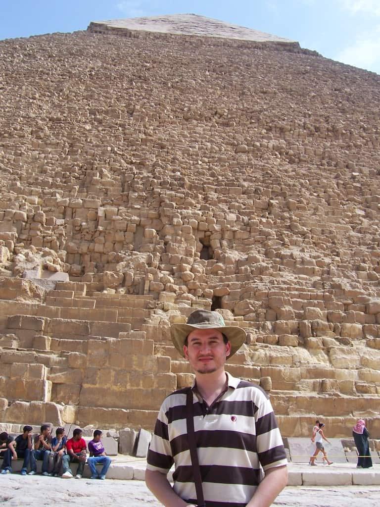 Diante da Pirâmide de Quéops.
