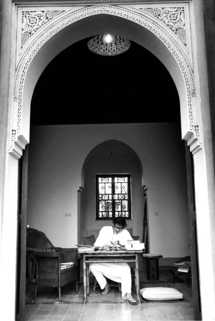 Jardim Majorelle, em Marrakech. Yves Saint Laurent trabalhando na casa.