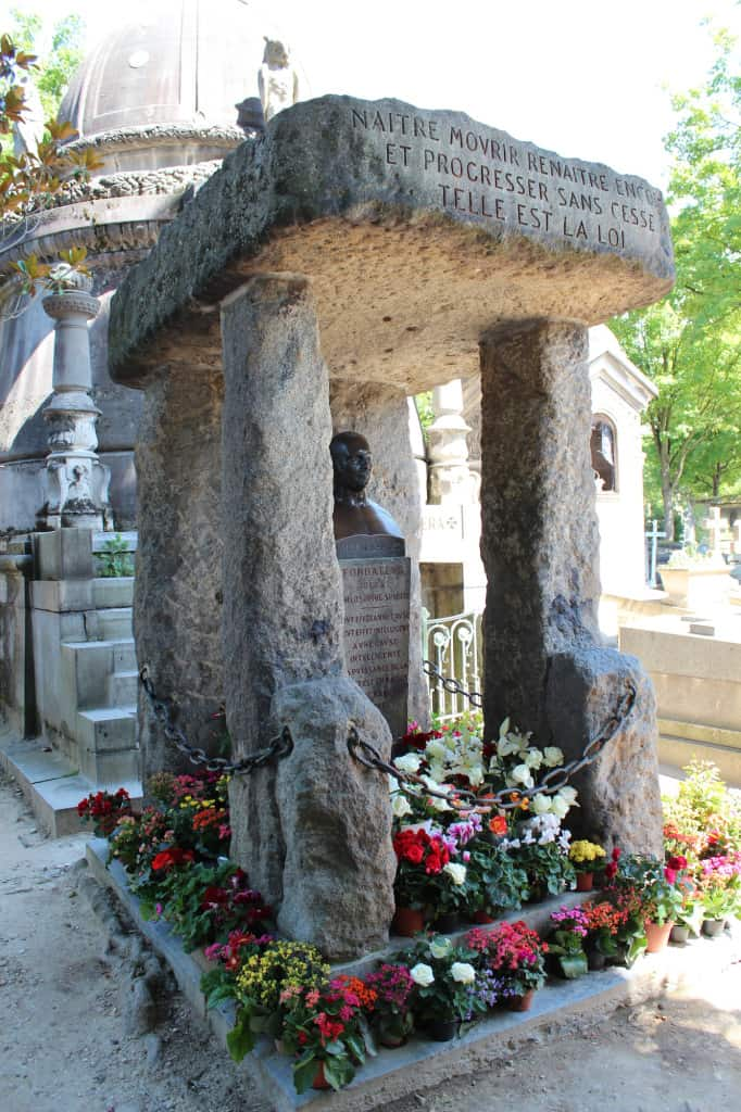 Cemitério do Père-Lachaise, em Paris, e o túmulo de Allan Kardec