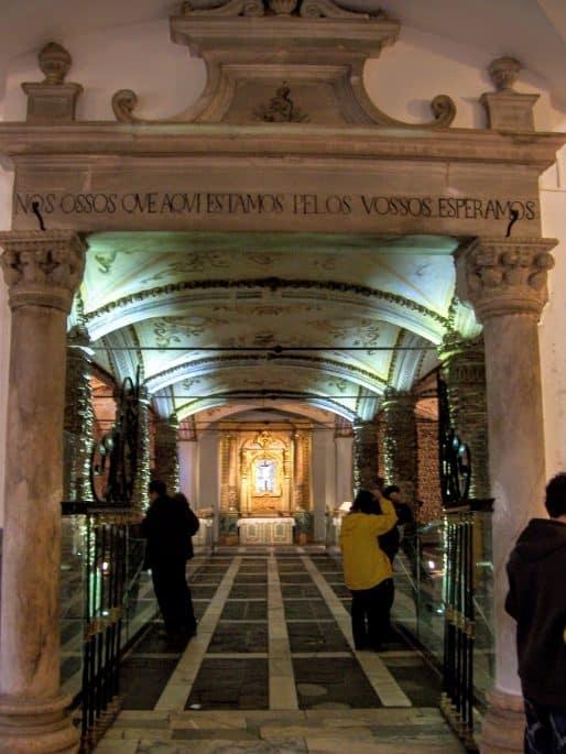 Arco de entrada da Capela dos Ossos