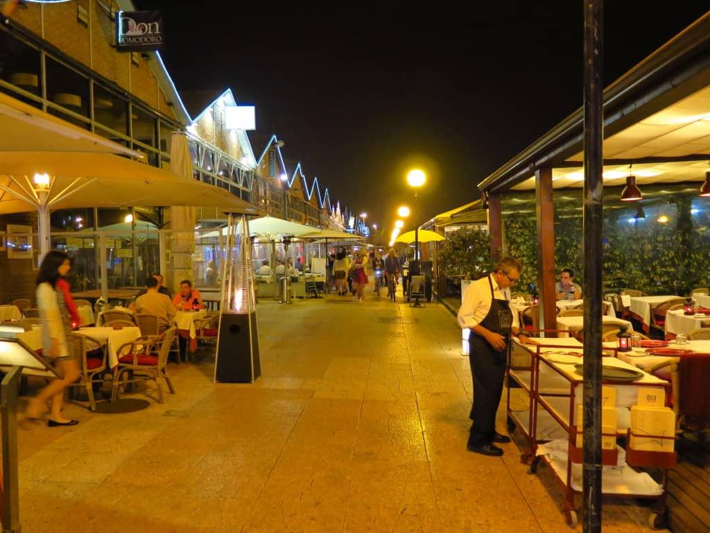 Outra cena noturna nas Docas de Lisboa.