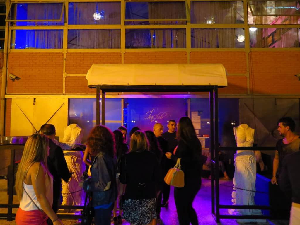 Entrada de uma discoteca nas Docas de Lisboa.