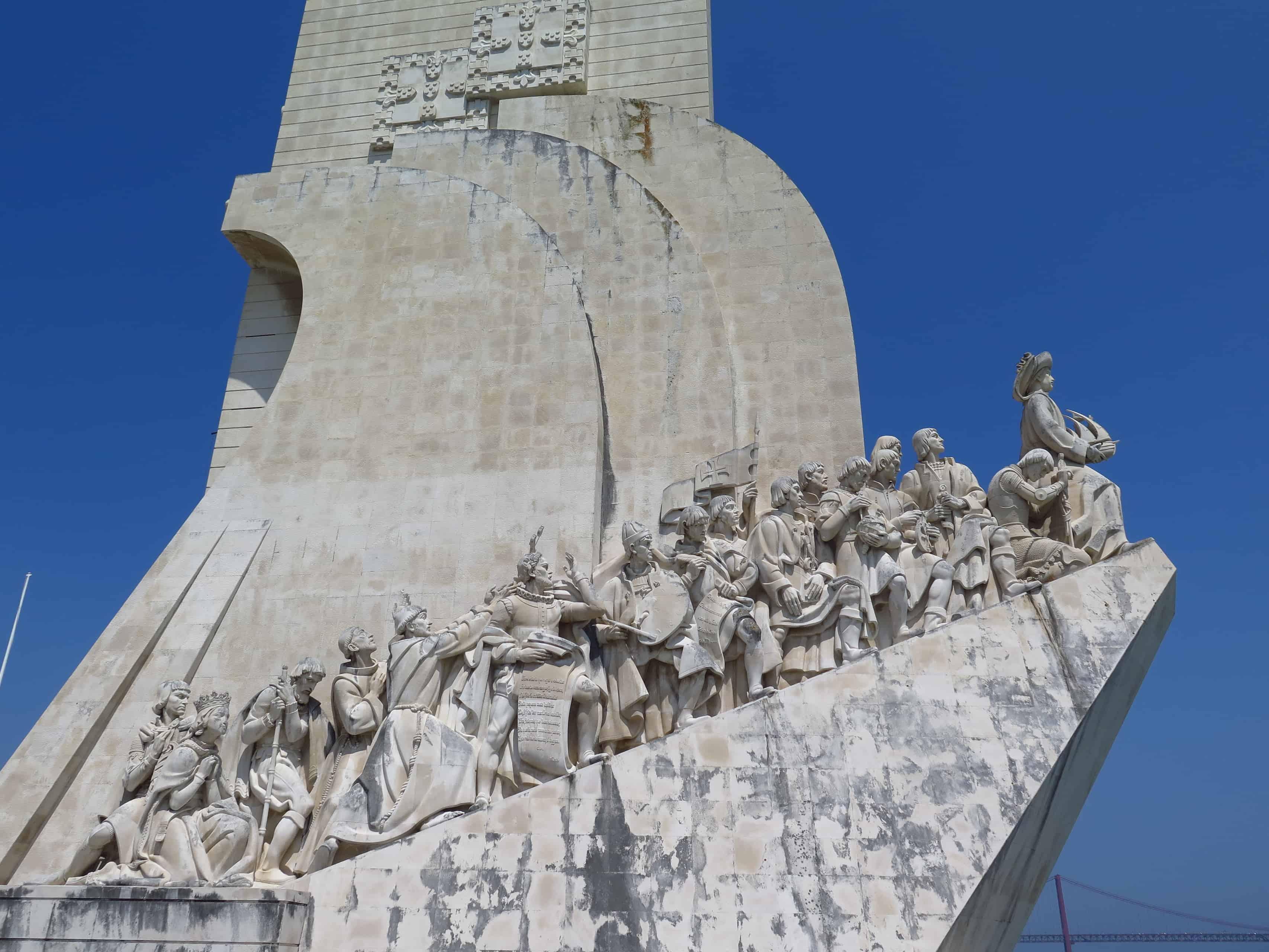 Padrão dos Descobrimentos, em Lisboa: lateral com as figuras históricas.