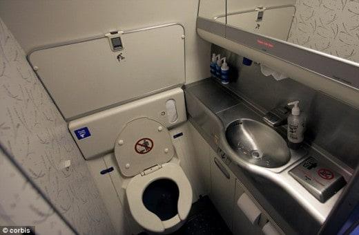 O local mais contaminado em um avião