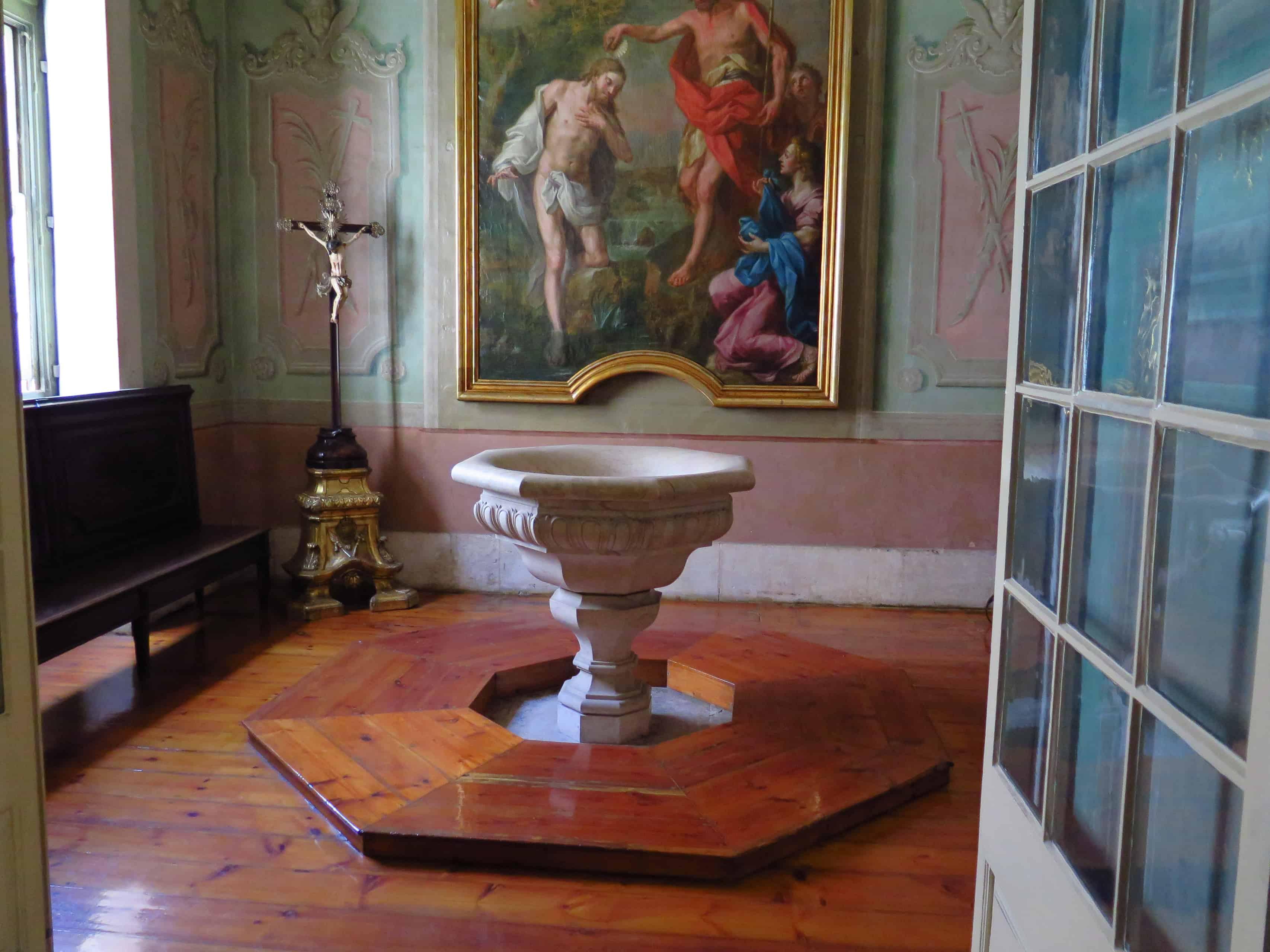 Pia batismal usada para Fernando Pessoa.