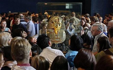 Máscara de Tutankhamon volta ao Museu do Cairo. Finalmente!