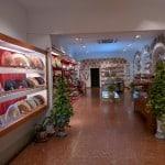 Quer comprar os tradicionais azulejos, pratos e leques em Sevilha? Conheça a loja El Azulejo