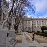 Conheça a bela Plaza de Oriente, em Madri