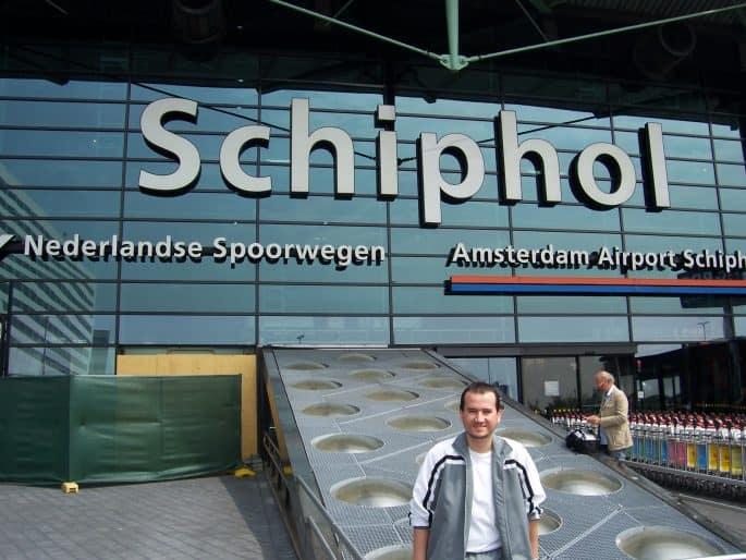 Em frente do Aeroporto Schiphol