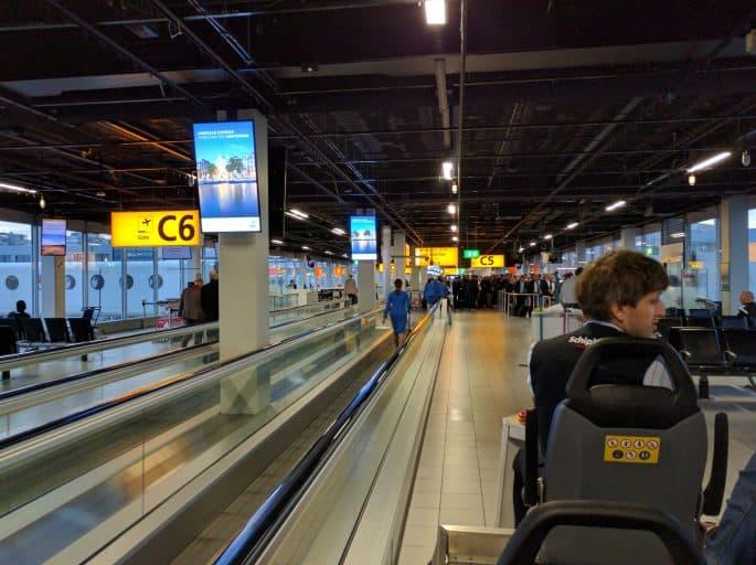 Aeroporto Schiphol: acesso a passageiros com mobilidade reduzida