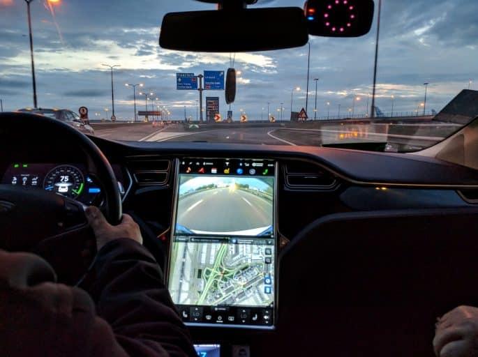 Táxi Tesla nas ruas de Amsterdã