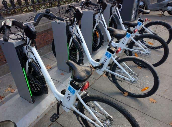 Algumas bicicletas para aluguel em Madri